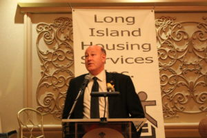 David Berenbaum providing the closing blessing. Berenbaum is an Honorary Gala Committee member and a former Long Island Housing Services Executive Director.